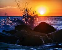 beach-sunrise-wave-splash-160029