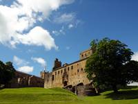 Outside Linlithgow Palace 139