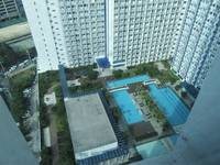 Manila - Makati rooftop pool and gardens