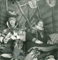 Elisabeth  Meyer, Brother and sister in their tent