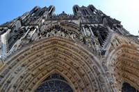 Reims cathedral enterance upwards