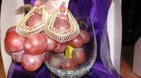Gold_Earring_&_Grapes