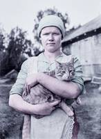 A woman and a cat photographed by the Finland-Swed