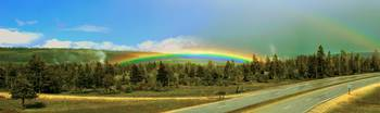 Yellowstone.rainbow near geyser