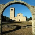 """Rocchetta al Volturno - San Vincenzo"" by gengish"
