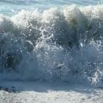 """Breaking Wave"" by gsinpune"