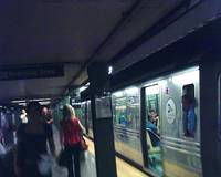R68 N Train at 14th Street