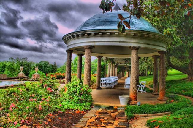 A rainy day at maymont made for cool HDR shots