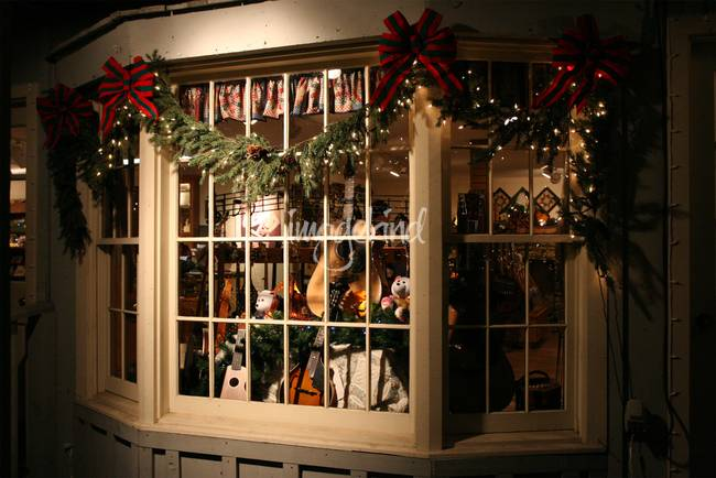 Christmas Window.Christmas Window Dressing By Donnabeth Hodges