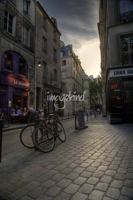 Evening stroll in Paris