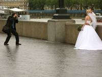 Wet-wedding along the Thames