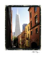 SFoto Transamerica Tower Alley
