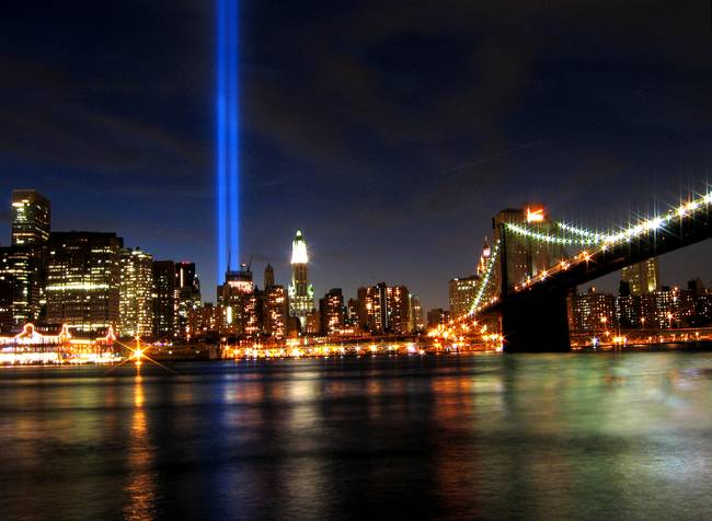 Tribute in Lights and the Brooklyn Bridge