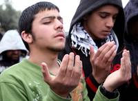 Palestinian Muslims Praying in Jerusalem 02