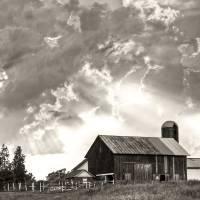 """Barn in Sunburst"" by ZeipekisPhotography"