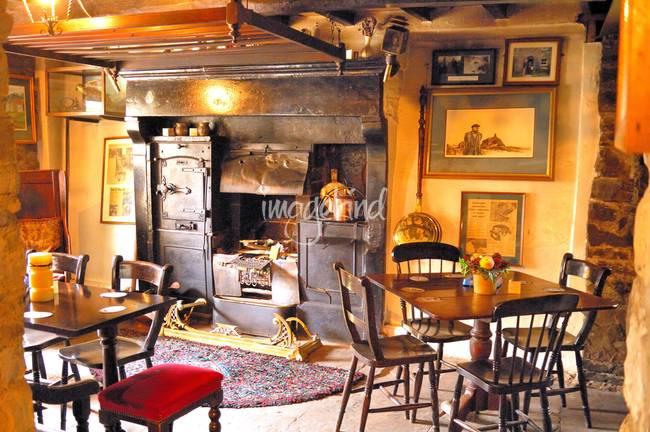 Ye Old English Pub by Joao Ponces De Carvalho