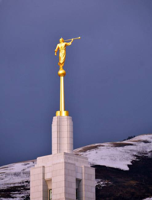 draper temple spire with moroni lightning rod