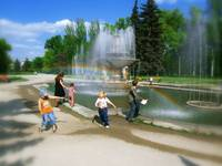 Fountain: children and rainbow.