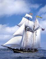 Pride Of Baltimore ll sails to Douamenez France By