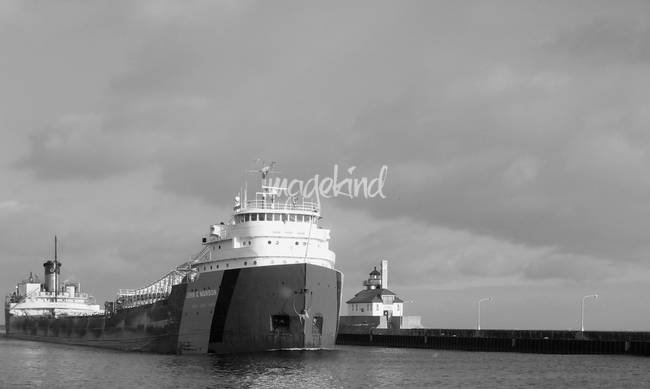 Ship John G. Munson entering the Duluth Harbor