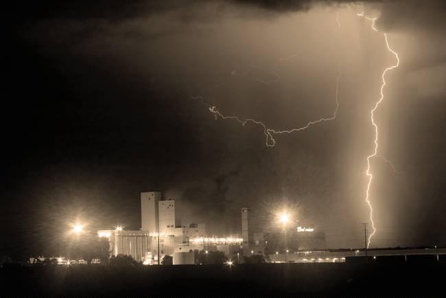 Lightning Strike to the Right Budweiser Lightning