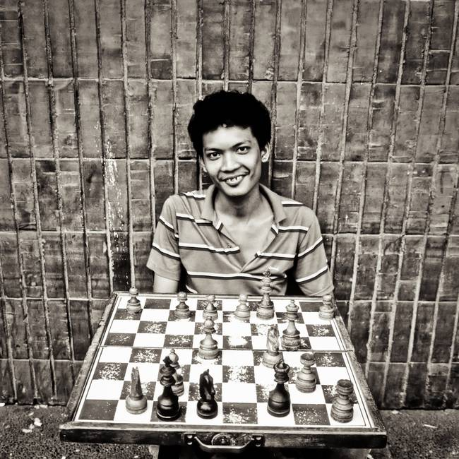 Street chess player in the Philippines