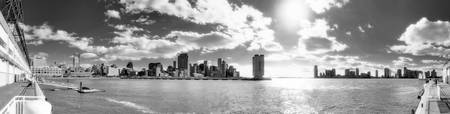Panorama - Hudson Jersey City Manhattan - Black an