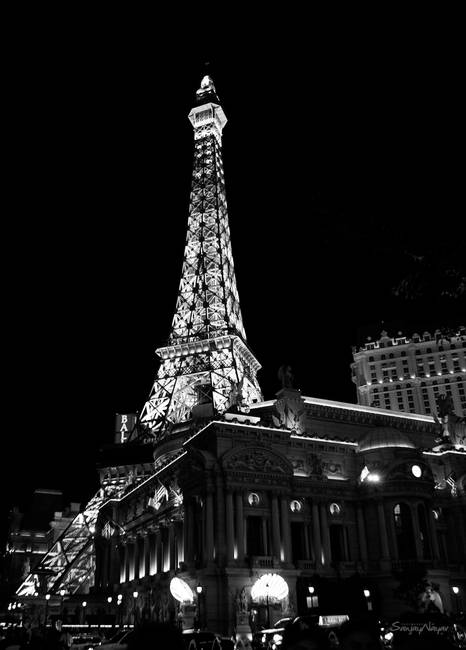 Eiffel Tower Black And White Night View By Sanjay Nayar