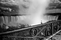 Niagara falls black & white