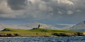 MULLAGHMORE  CASTLE - DONEGAL BAY