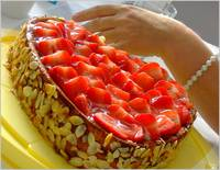 Ines _ made an excellent strawberry cake