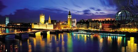 Example of London, England skyline in perspective on angled canvas