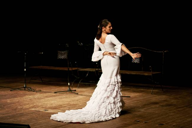 Flamenco - Lady in white