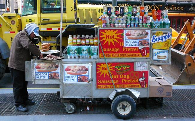 New York City Push Cart: Hot Dog & Pretzel