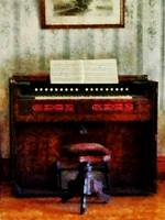 Organ And Swivel Stool