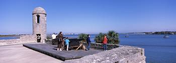 Tourists at the roof of a fort