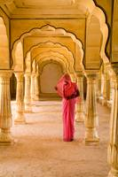 India, Rajasthan, Jaipur, Amber Fort Temple, Woman
