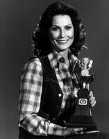 Loretta Lynn with award
