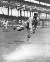 Dizzy Dean pitching