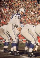 Johnny Unitas getting the snap