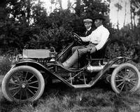 1912 Antique Auto proves better then horse and car
