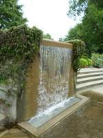 Fountain wall