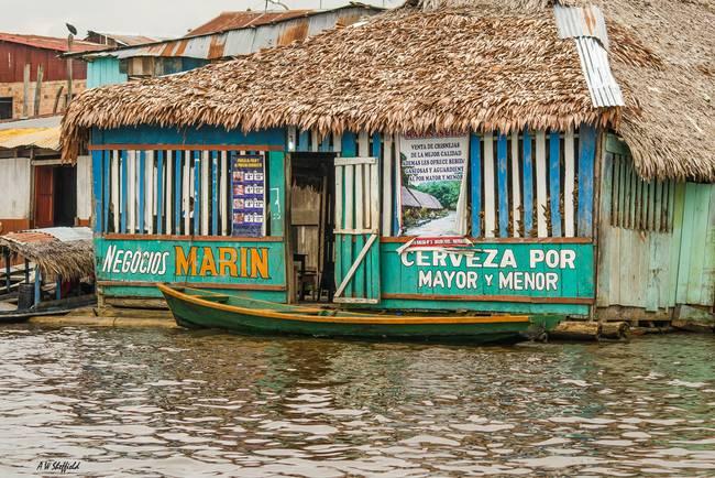 Floating Pub in Shantytown