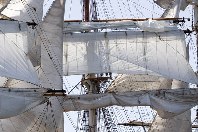 Top sails. by Pablo Avanzini