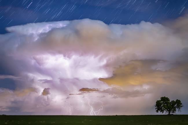 Dancing Thunderstorm on The Horizon