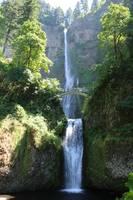 Multnomah Falls by Carol Groenen