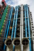 Colored pipelines that conform the facade of a bui