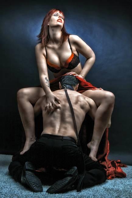 Licking cum from her ass