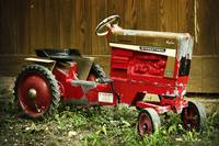 antique-toy-tractor-8060077