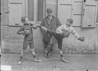 [Young boxers and Gerald Maurice Castérès Sulzbach